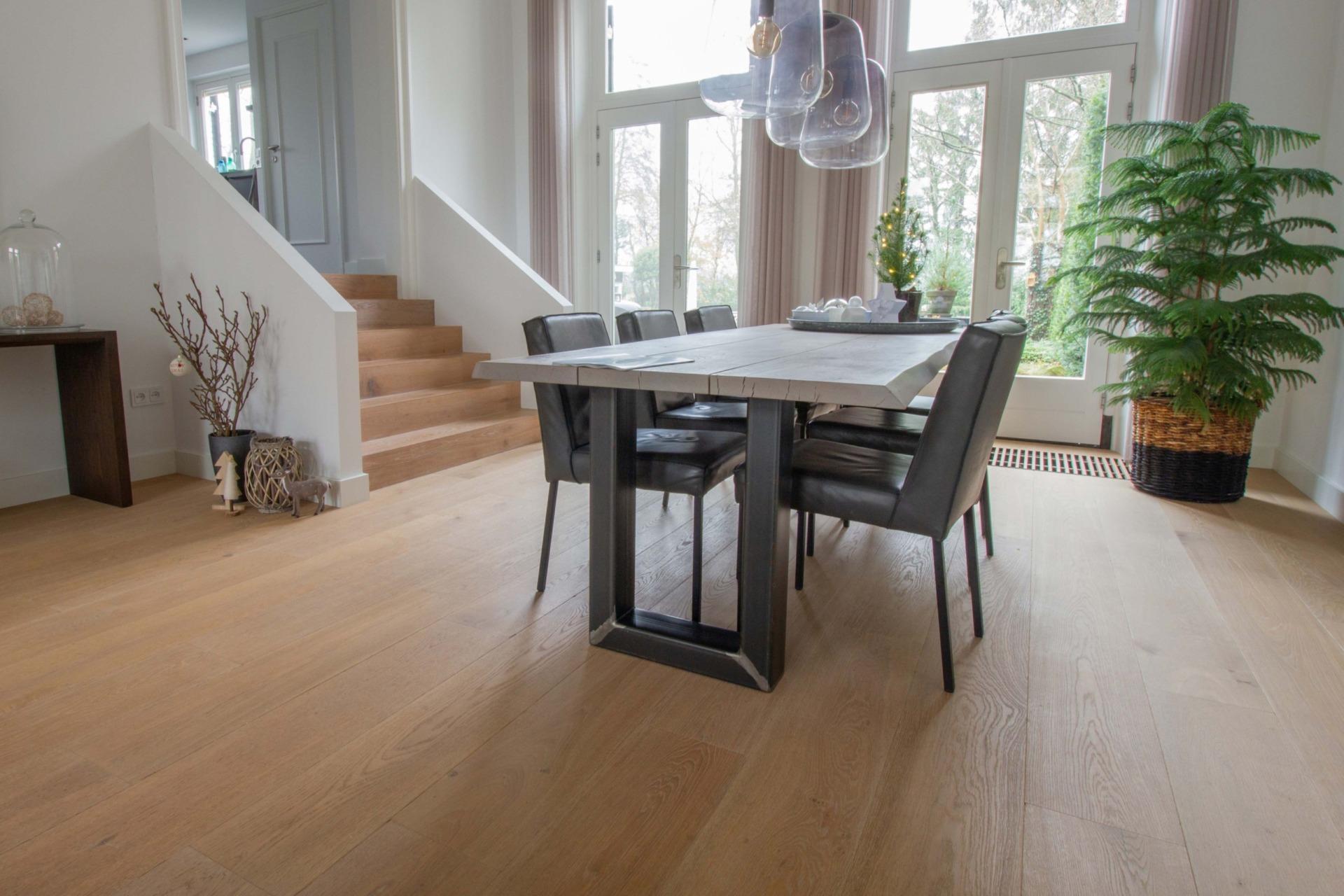 White oiled plank floor